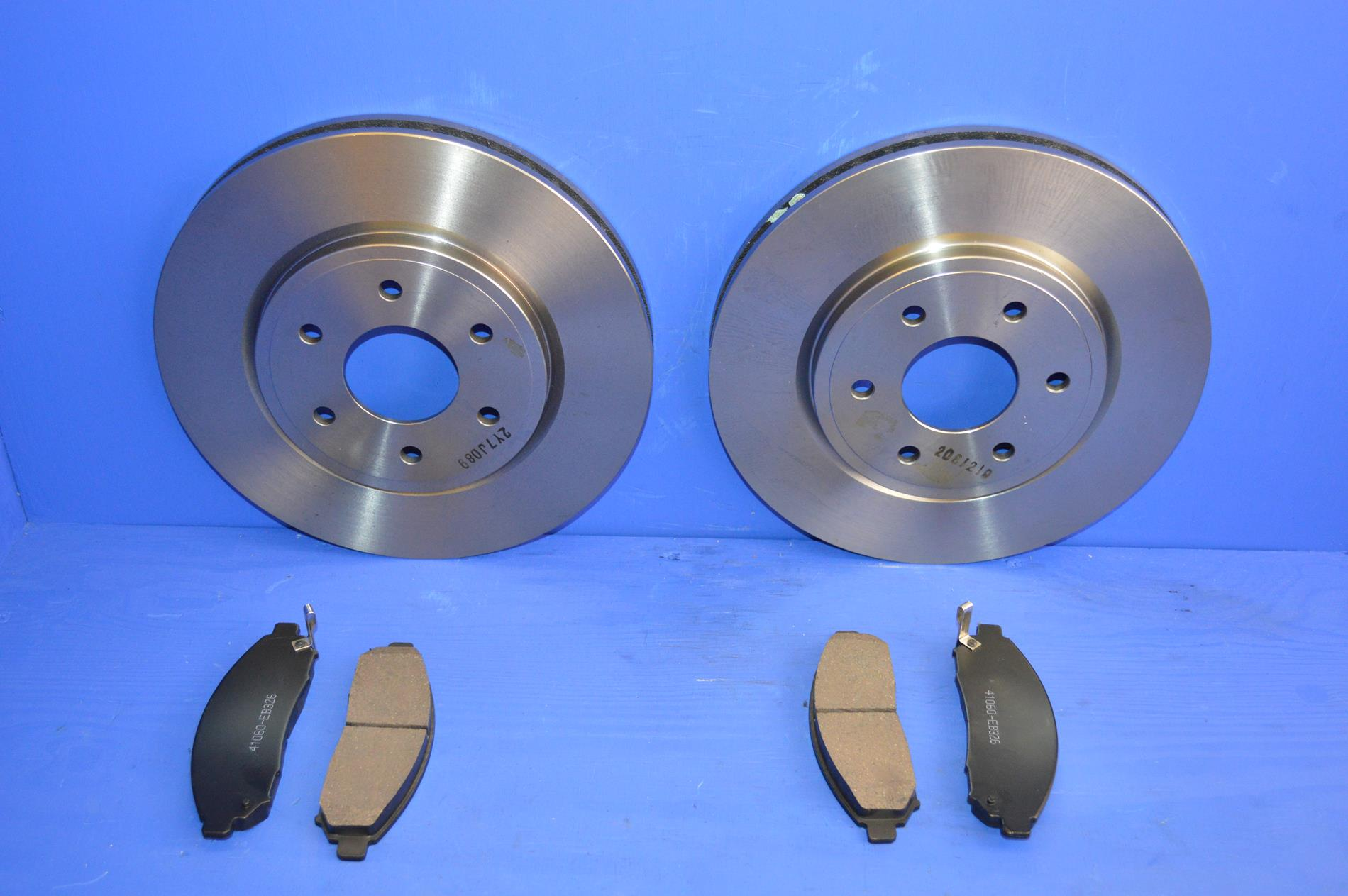 FOR NISSAN NAVARA 2.5 DCi D40 2005-2014 FRONT 2 BRAKE DISCS AND PADS SET 320MM