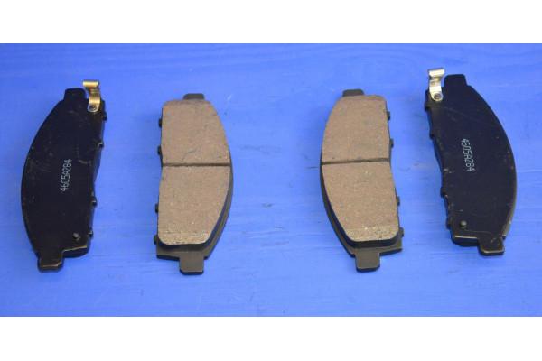 Fits Mitsubishi L200 2.5 DiD Genuine Comline Front Vented Brake Discs /& Pad Kit